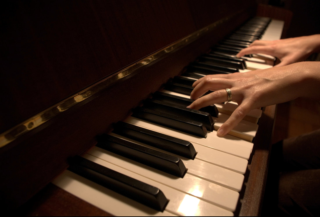 Picture of female hands positioned ready to play a piano